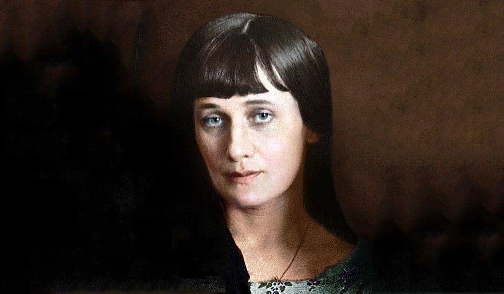 Парфюмеры восстановили любимый аромат Анны Ахматовой