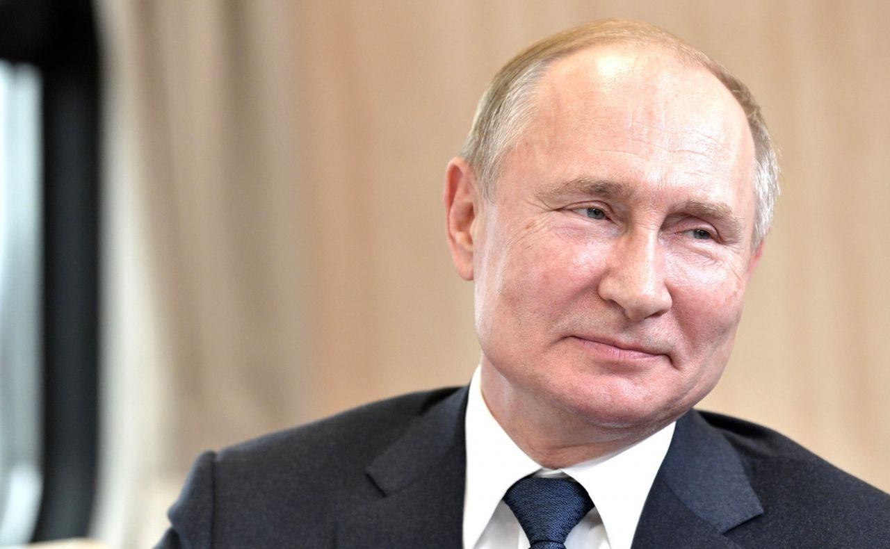 Автографы Тарковского, Путина и Джорджа Мартина продали на аукционе в Москве