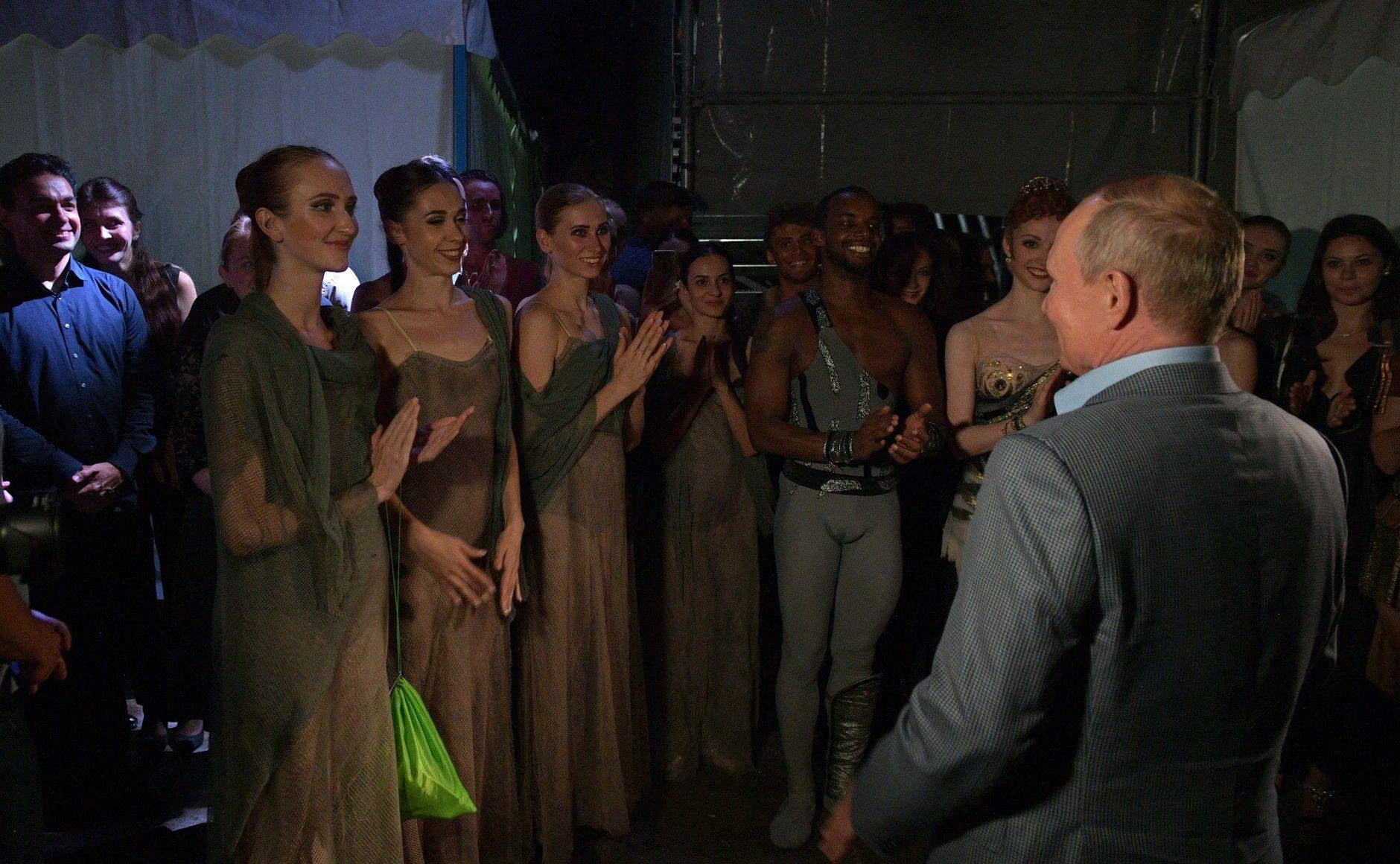 Путин оценил постановку «Спартака» в Херсонесе
