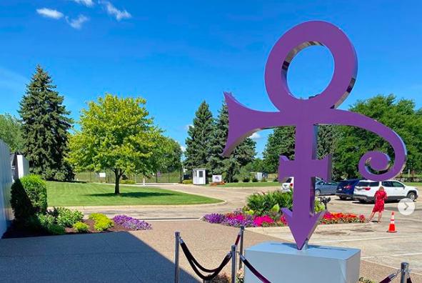 Музей-поместье Принса Пейсли-парк украсил новый символ