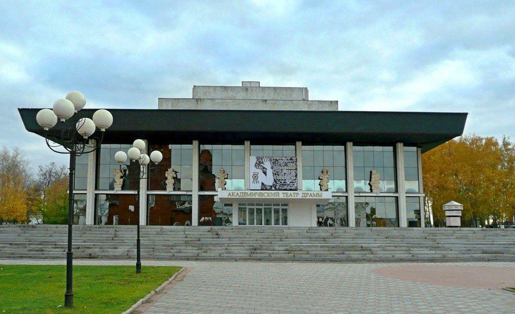 Во Владимире загорелось здание драмтеатра