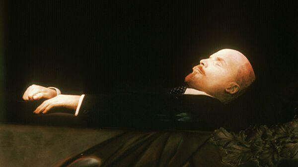 Американский художник захотел выкупить тело Ленина из мавзолея