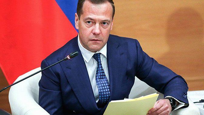 Медведев предложил объединить государственные театры