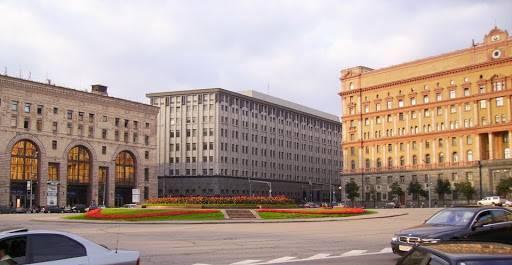 Москвичам предложат выбрать для Лубянки памятник Дзержинскому или Невскому