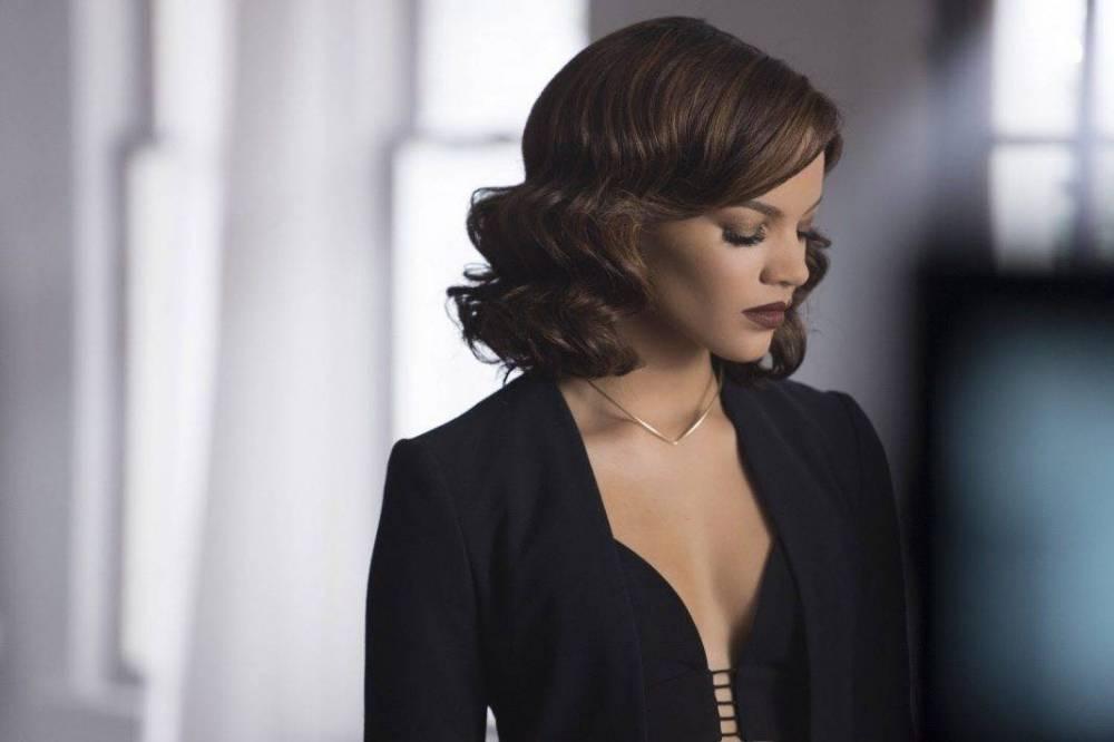 Певица Лесли Грейс исполнит роль Бэтгерл вкиновселенной DC