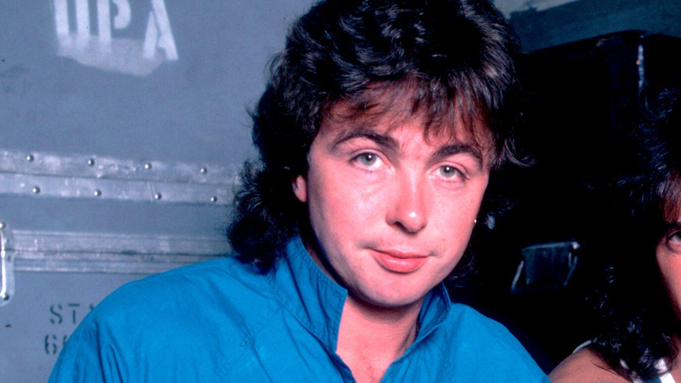 Вокалист британской рок-группы The Outfield Тони Льюис умер в возрасте 63 лет