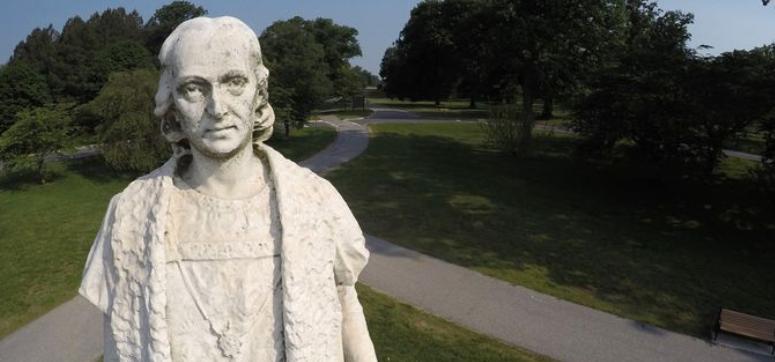 Протестующие в Балтиморе снесли памятник Христофору Колумбу