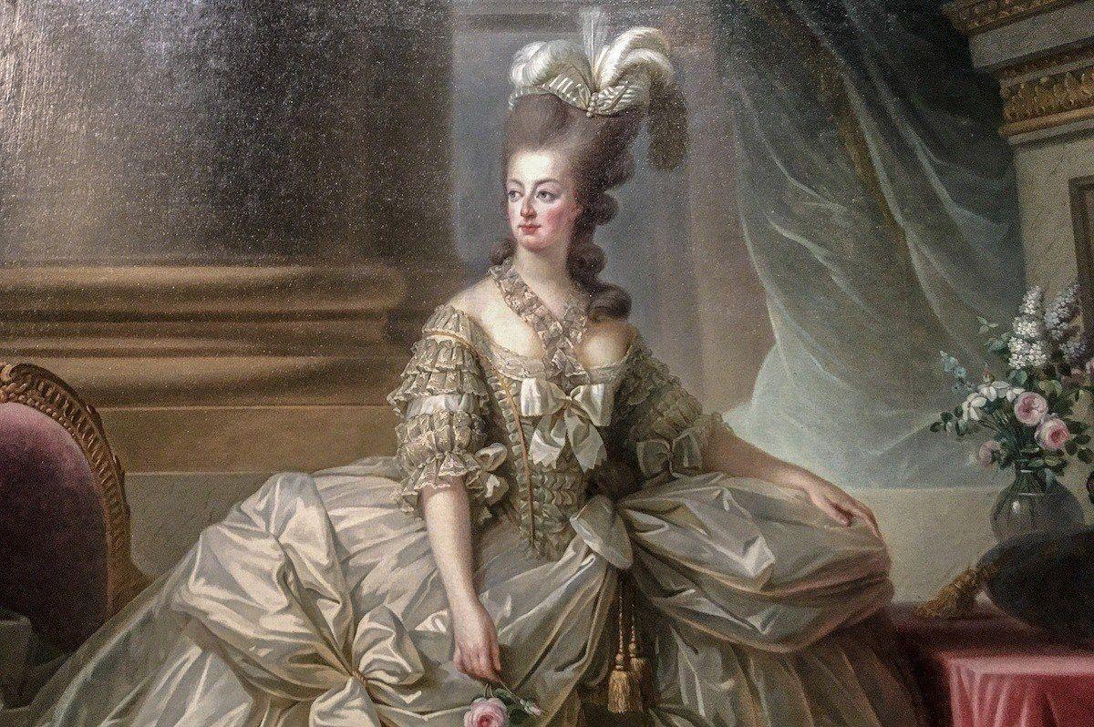 Дорожный сундук и салфетка Марии Антуанетты ушли с молотка в Версале почти за €60 тыс