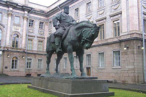 В Иркутске начали реконструировать памятник Александру III