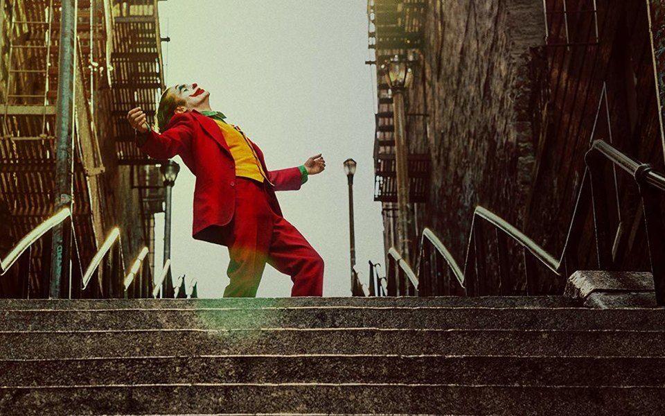 Фанаты облюбовали лестницу, на которой танцевал Джокер