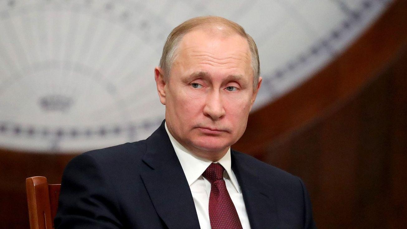 Путин поручил проработать целесообразность создания программы «Земский работник культуры»