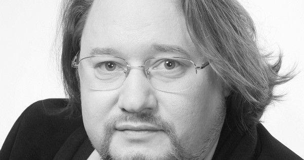 В Петербурге в возрасте 49 лет скончался актер Олег Дмитриев